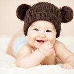 Hvornår begynder babyer at smile?